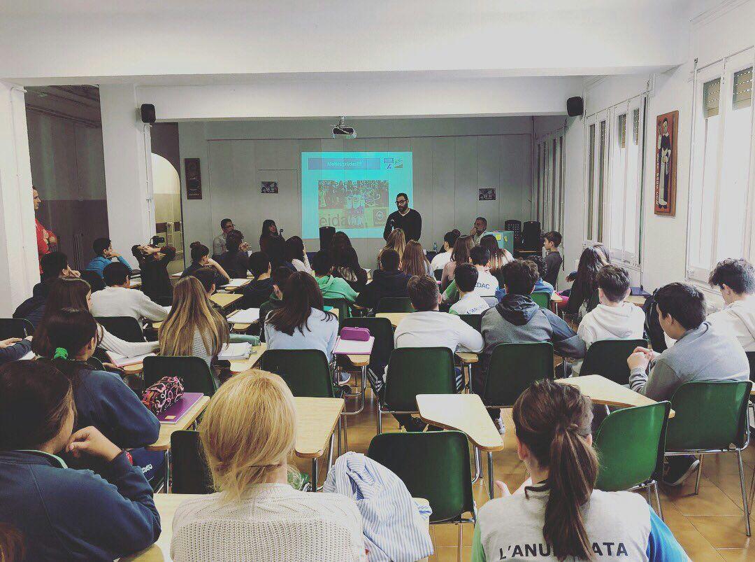 Reeducación Postural: rueda de prensa de la Escuela FEDAC a Txell Posino
